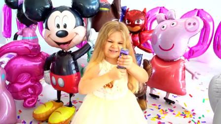 太开心啦!今天是萌娃小可爱的生日,爸爸给小家伙准备了好多美味的小蛋糕啊!