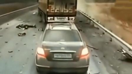 这起事故有多可怕,看完后车女子的举动你就明白了
