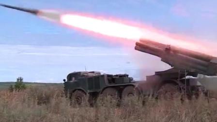 """军事:俄""""飓风""""多管火箭炮发射训练,令旗一挥,开始表演"""