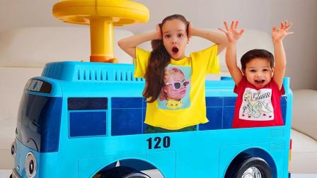 超开心!小公交车太友带着萌宝小萝莉跟小正太要去哪?趣味玩具故事