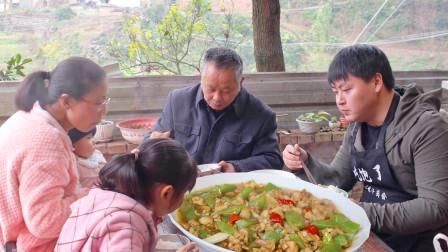 """川菜不只是麻辣,农村小哥做秘制传统菜""""醋溜鸡"""",酸香鲜嫩全家爱吃"""