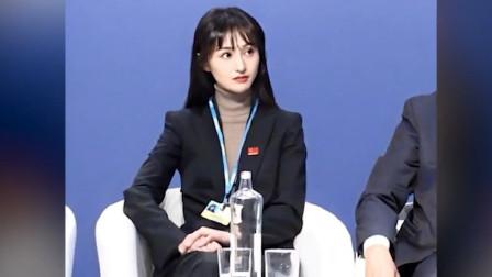 郑爽出席联合国会议,会议不允许化浓妆,看清正脸,这鼻子真实了