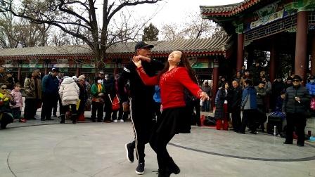 尽管是临时搭手,这对舞友表演的《吉特巴》也是非常漂亮! 天津水上公园 2019.12.14