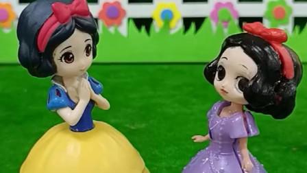 小白雪看上了一个玩具想要让妈妈给她买妈妈会同意吗