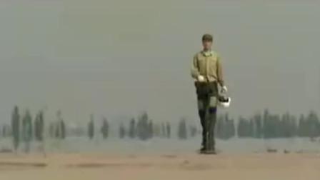 壮志凌云片尾曲该片拍摄于1999年,阐述人民空军发展历程的电视剧