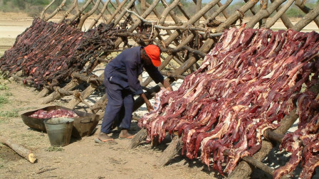 """非洲最""""残忍""""食物,到底是什么?网友:这跟吃人有什么区别?"""
