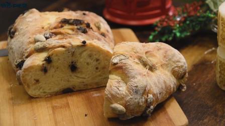 小伙子亲手改良一款圣诞面包,制作方法十分简单,好吃又实惠