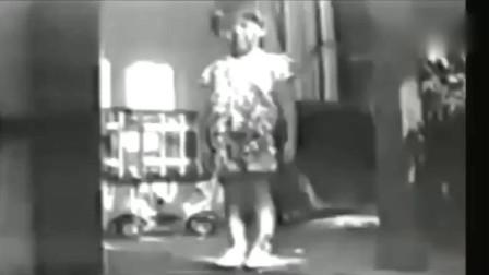 """灵异事件:五十年前老旧录像带里出现的""""诡异""""一幕"""