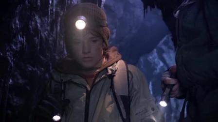 无底深渊有多深科学家扔出一根荧光棒,轻松计算出深度