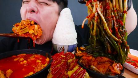 """韩国""""深渊巨口""""小伙,吃妈妈准备的米饭,大口吞咽超过瘾,看馋了"""