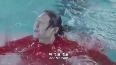 大妈来游泳,穿的泳衣居然是自己织的,结果一下水我笑喷了