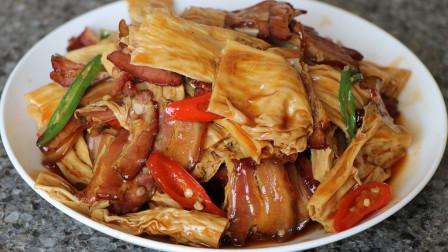 腊肉炒腐竹的做法,出锅香气四溢,色泽诱人,特别好吃又下饭