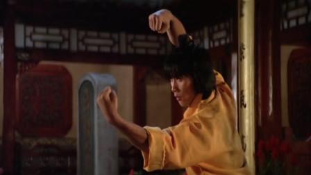 小疯子受人欺负,老和尚教他功夫,叫作十八罗汉拳