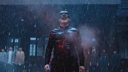 正义使者化身黑衣侠,却被当成靶子,场面惨烈