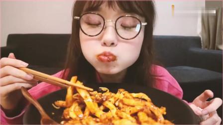 上海美食吃播哎呦阿尤:甜水面吃得香,之前怎么没听说过这种面!