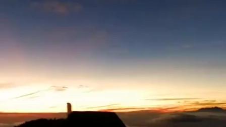 婆罗摩火山的黎明,世界各地的人们跋山涉水来看奇景。
