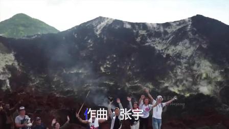 张宇献唱经典歌《雨一直下》声线非常迷人,声出金石