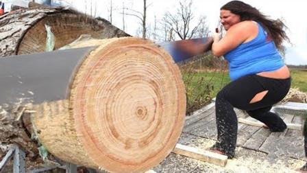 """""""开了挂""""的地球人!1米粗的树15秒就能解决,伐木机都没他快"""