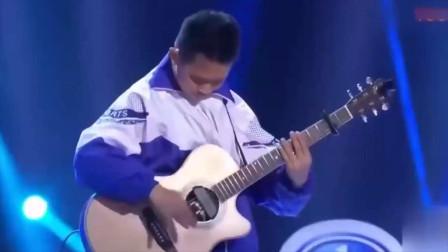 """13岁初中生高难度""""指弹吉他""""!得磨破多少次手指练成这样?服了"""