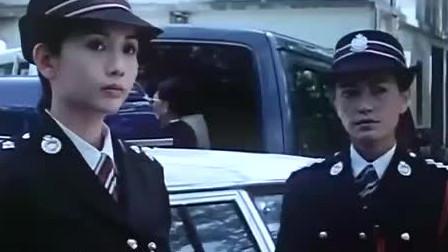 邱淑贞穿上警服美的让人窒息,一招就把小伙收拾的服服帖帖!