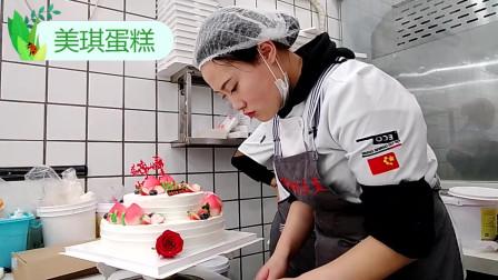 """奶奶生日,我定做蛋糕""""双层鲜花寿 """",奶奶生日过的特别开心!"""