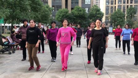 流行广场的懒人健身操,老师一步一步教,记牢这些要点,必会