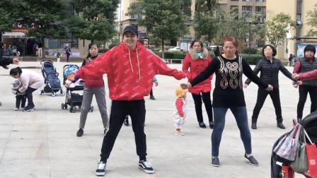 懒人瘦身《4步舞》,跳5分钟,相当于走2万步,坚持锻炼身体好!