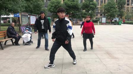 鬼步舞基础必学《米字步》教学,老师标准动作分解,好看又好学