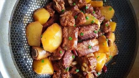 土豆烧排骨的家常做法,土豆软糯,鸡肉鲜嫩,好吃又下饭
