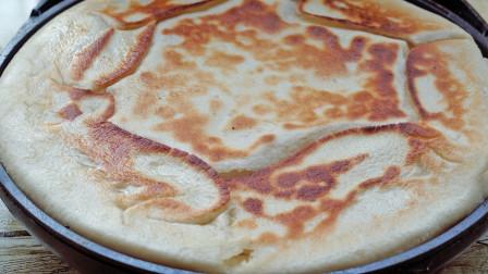 早餐快手发面饼,一叠一擀,几分钟就上桌,比面包还松软,特别香