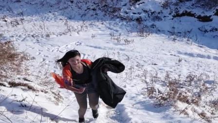 东北小媳妇真抗冻,这么冷的天还衣着单薄,隔着屏幕都觉得冷!