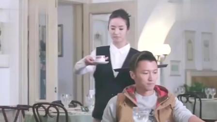 林依晨扮成餐厅服务员给谢霆锋上咖啡,一口拗口俄语,太搞笑了!