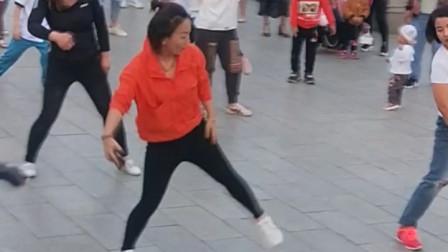 清纯少女跳热舞,请多看几遍
