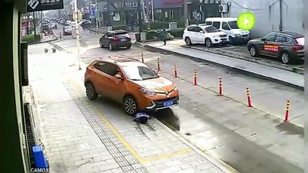 女司机上车的那一刻,才是悲剧的开始,监控拍下揪心全过程