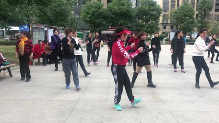 广场流行的懒人减肥操,每天练习10分钟,让你变瘦变美