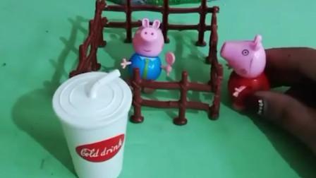 乔治没写完作业,猪妈妈不让他吃饭,猪爷爷猪爸爸和佩奇给他送来了好吃的!