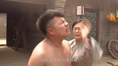 兵出潼关儿子一心想当刀客气得亲爹满院子追打太残忍了