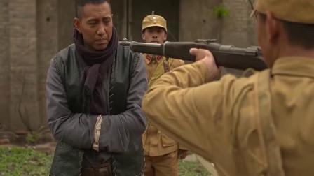 兵出潼关小伙浑出天际了居然连枪都不怕还敢动手打卫兵