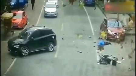 这个女司机不仅逆行弯道,而且还阻拦车辆,最终酿下大祸