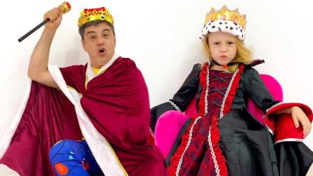 超有趣!萌宝小萝莉竟然变成了女王?那到底谁是国王呢?是爸爸吗?儿童玩具亲子益智游戏故事