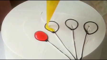 给幼儿园的小朋友做蛋糕,画上了气球后,估计他们都会喜欢!