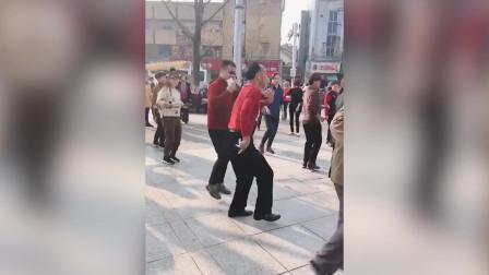 果然跳广场舞的都是人才呀,这些神级舞蹈你会吗,太有才了