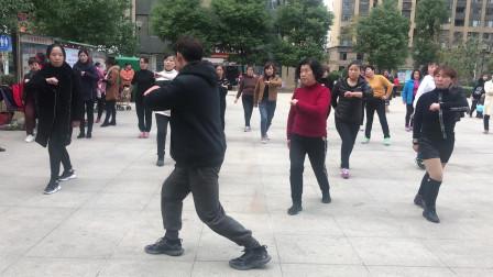 新手入门鬼步舞《奔跑》侧面教学,老师标准动作教,好看好学