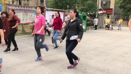 广场超火的懒人散步舞,每天坚持10分钟,快速瘦腰瘦腹瘦全身