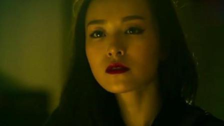 赤道:美女的撩发动作,谁能顶得住,尤其是这种红唇美女!