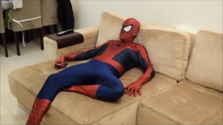 蜘蛛侠起床后发现了一个神奇的盒子,打开后的一幕令人惊叹