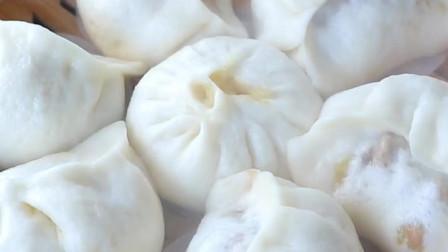 美食:香菇鸡肉发面大饺子,馅大松软看着都馋!