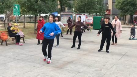 广场流行的懒人健身操,动作简单时尚,坚持跳有效减肥