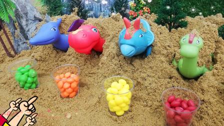 喂沙子里的恐龙宝宝吃彩虹糖
