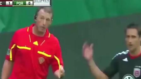 令人气愤的假球,不进球就一直判罚点球,门将疯了主教练破口大骂